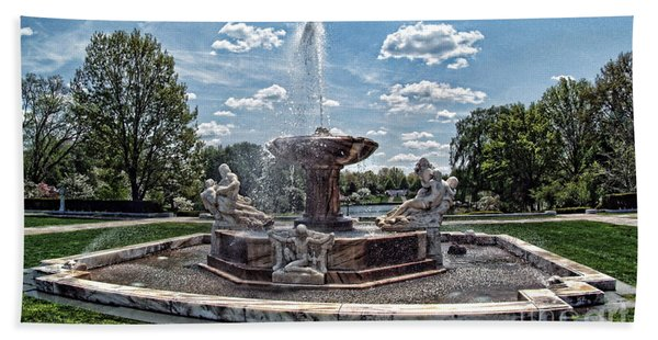 Fountain - Cleveland Museum Of Art Beach Towel