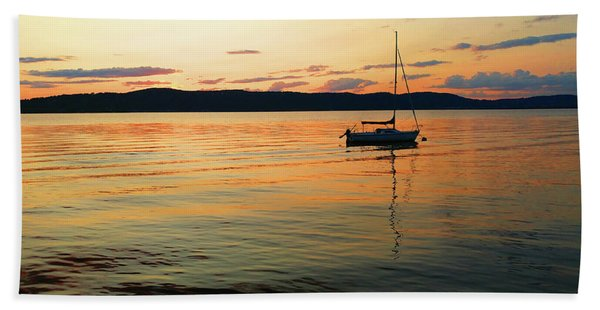 Hudson River From Irvington In Westchester County Beach Towel