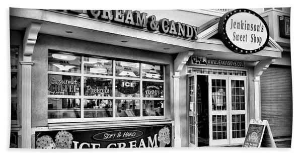 Ice Cream And Candy Shop At The Boardwalk - Jersey Shore Beach Towel