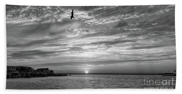 Jersey Shore Sunset In Black And White Beach Towel