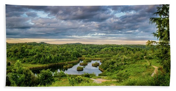 Kentucky Hills And Lake Beach Towel