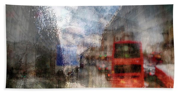 London In Rain Beach Towel
