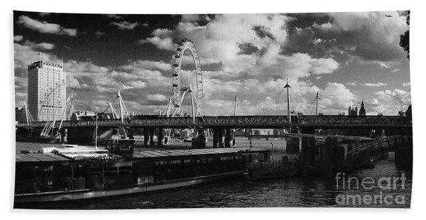 London S Skyline Beach Towel