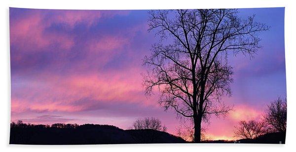 Lone Tree At Dawn Beach Sheet
