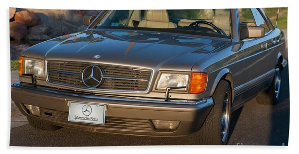 Beach Towel featuring the photograph Mercedes 560sec W126 by Gunter Nezhoda