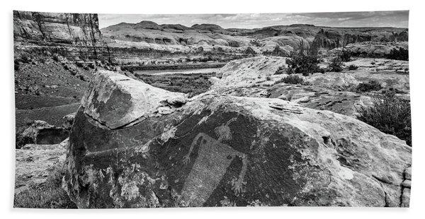Moab Maiden Petroglyph - Black And White - Utah Beach Towel