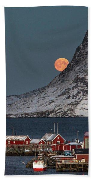Moonrise In Reine Beach Towel