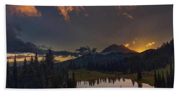 Mountain Show Beach Towel
