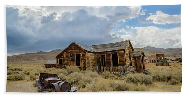 Old Bodie House Beach Towel