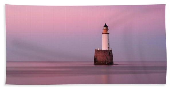Rattray Head Lighthouse At Sunset - Pink Sunset Beach Sheet