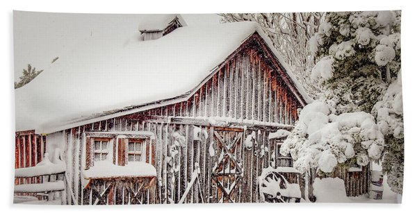Snowy Country Barn Beach Towel