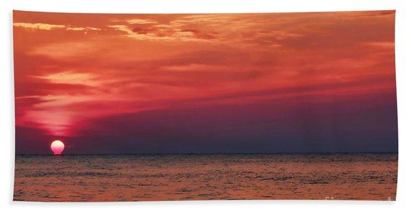 Sunrise Over The Horizon On Myrtle Beach Beach Towel