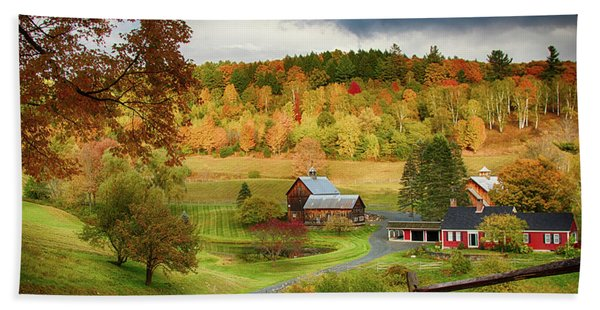 Beach Towel featuring the photograph Vermont Sleepy Hollow In Fall Foliage by Jeff Folger
