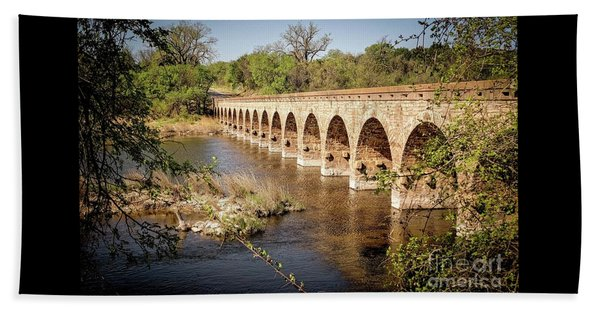 17 Arch Limestone Bridge Beach Towel