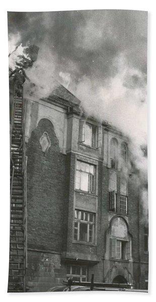 Architect Christie S Street 7 On Fire 1955  2 Beach Towel