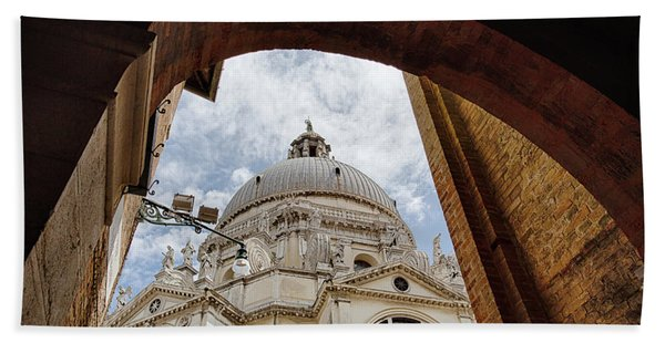 Basilica Di Santa Maria Della Salute Venice Italy Beach Towel