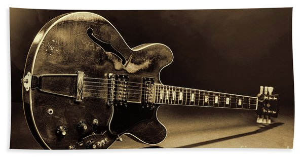 Gibson Guitar Images On Stage 1744.015 Beach Towel