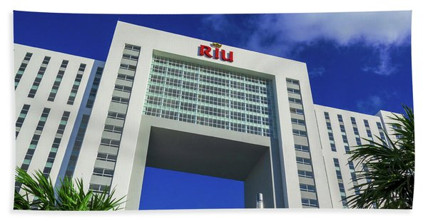 Hotel Riu Palace In Cancun Beach Towel