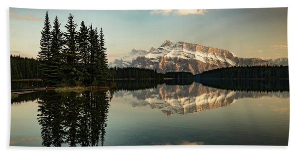 Two Jack Lake And Mount Rundle Beach Towel