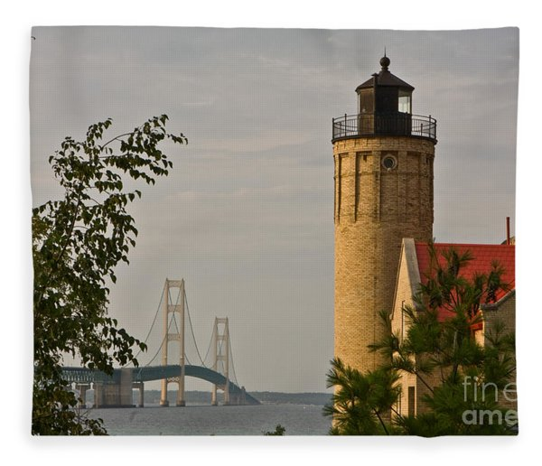 0558 Old Mackinac Point Lighthouse Fleece Blanket