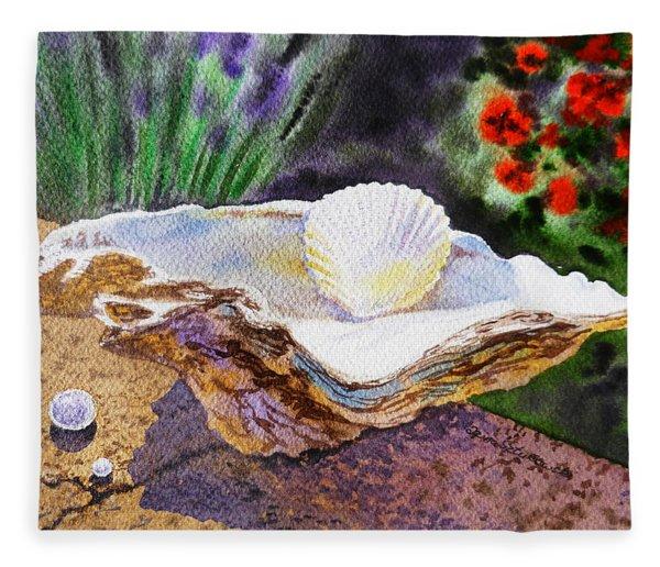 Sea Shell And Pearls Morning Light Fleece Blanket