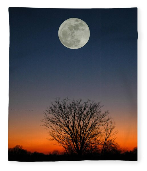Fleece Blanket featuring the photograph Full Moon Rising by Raymond Salani III
