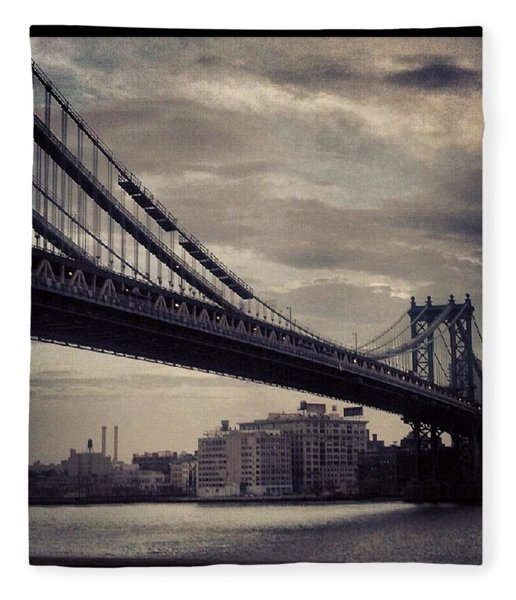 Manhattan Bridge In Ny Fleece Blanket