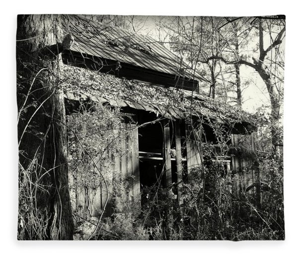 Old Barn In Black And White Fleece Blanket