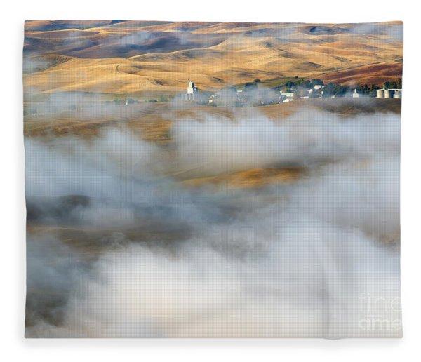 Steptoe Fog Clearing Fleece Blanket