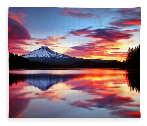 Sunrise On The Lake Fleece Blanket