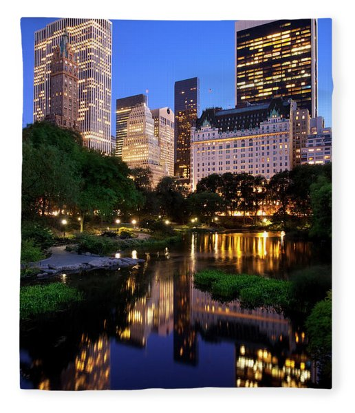 Fleece Blanket featuring the photograph Twilight Nyc by Brian Jannsen