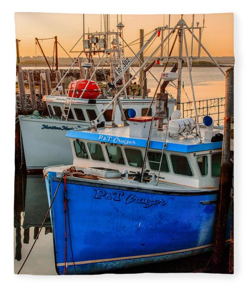 Fleece Blanket featuring the photograph Yarmouth Harbour by Garvin Hunter