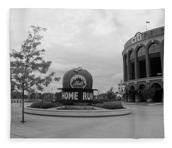 Citi Field In Black And White Fleece Blanket