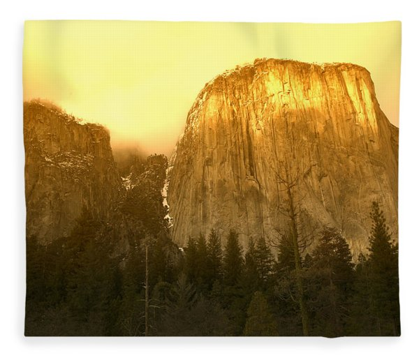 El Capitan Yosemite Valley Fleece Blanket