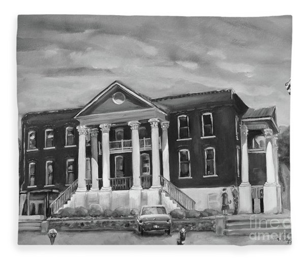 Gilmer County Old Courthouse - Black And White Fleece Blanket