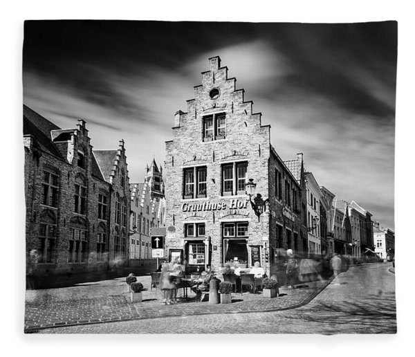 Fleece Blanket featuring the photograph Gruuthuse Hof In Bruges by Barry O Carroll
