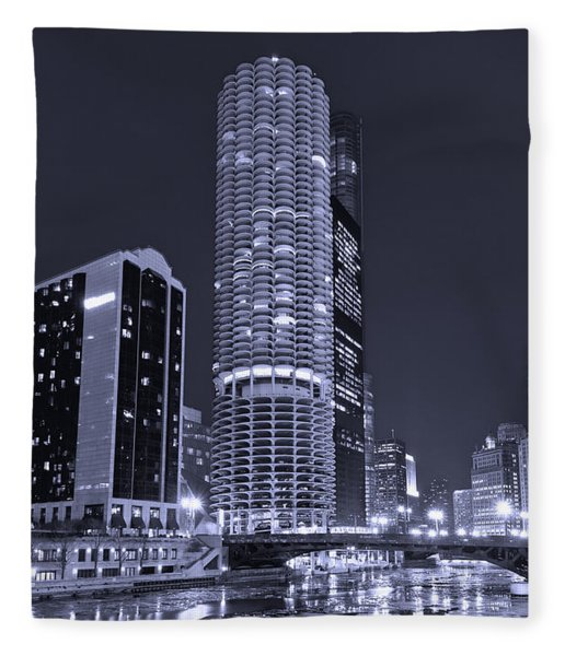 Marina City On The Chicago River In B And W Fleece Blanket
