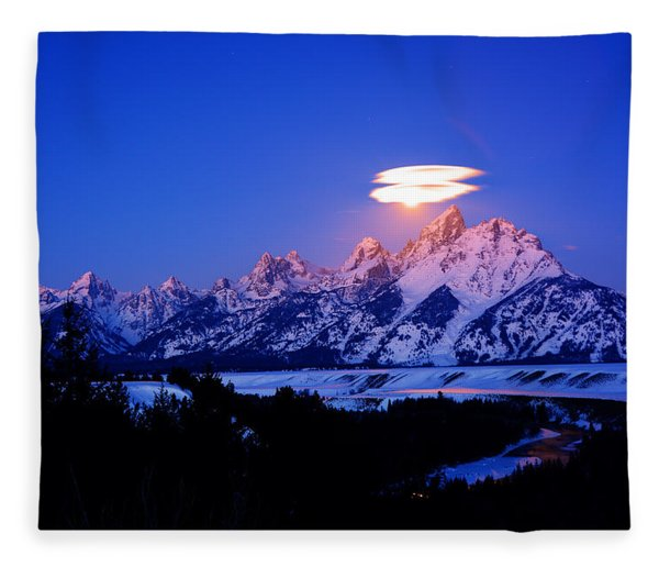 Fleece Blanket featuring the photograph Moon Sets At The Snake River Overlook In The Tetons by Raymond Salani III