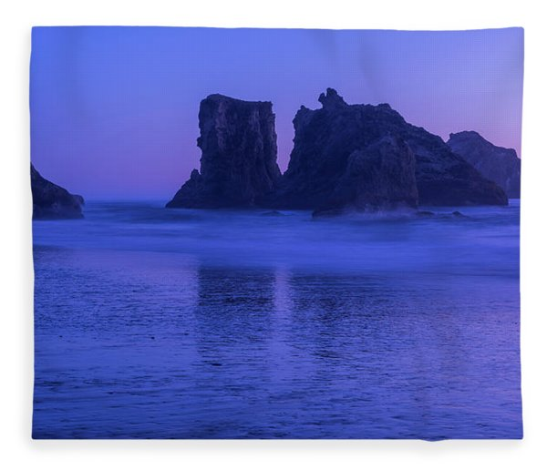 Seastack Sunset In Bandon Fleece Blanket
