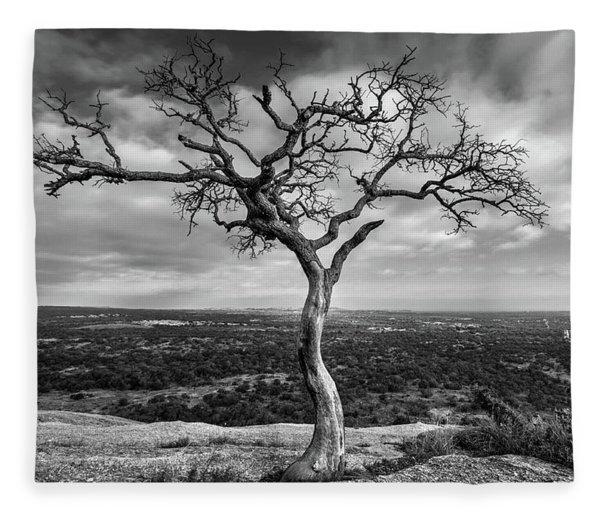 Tree On Enchanted Rock In Black And White Fleece Blanket
