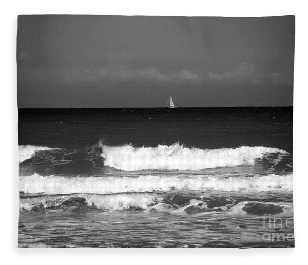 Waves 4 In Bw Fleece Blanket