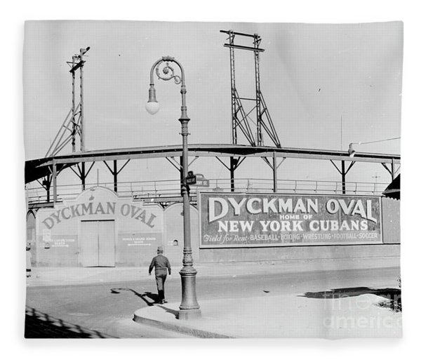 Dyckman Oval Fleece Blanket