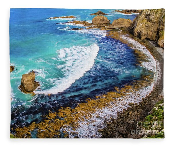 Roaring Bay At Nugget Point Fleece Blanket