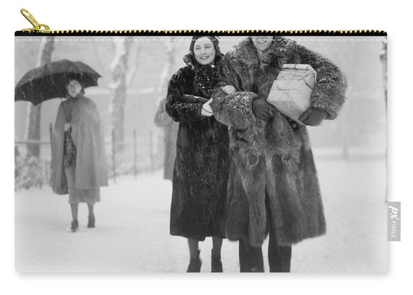 1930s Smiling Christmas Shopping Couple Carry-all Pouch