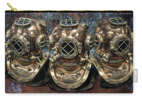 3 Deep-diving Helmets Carry-all Pouch