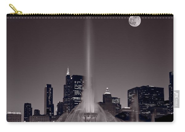 Buckingham Fountain Nightlight Chicago Bw Carry-all Pouch