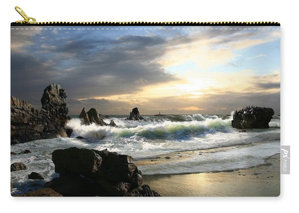 Corona De Oro Carry-all Pouch