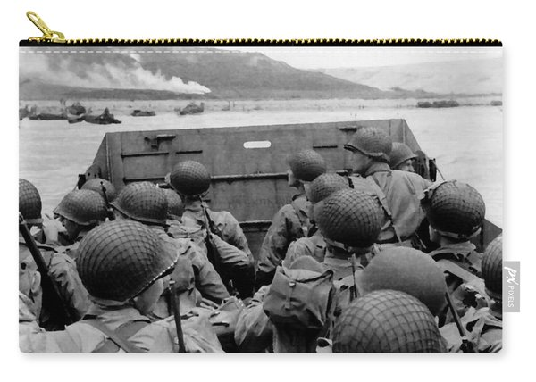 D-day Soldiers In A Higgins Boat  Carry-all Pouch