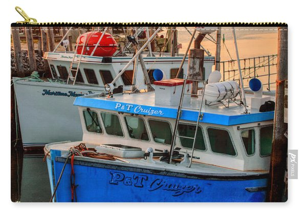 Carry-all Pouch featuring the photograph Yarmouth Harbour by Garvin Hunter