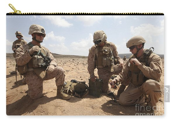 Marines Test A Field Expedient Carry-all Pouch
